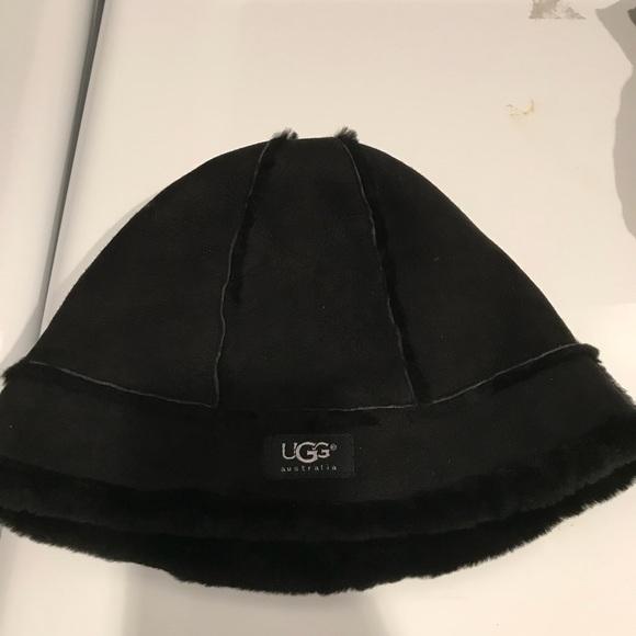 51eec33c8 Authentic UGG sheepskin bucket hat black OS