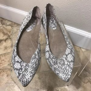 Bp Nordstrom flats leather snake embossed size 8 m