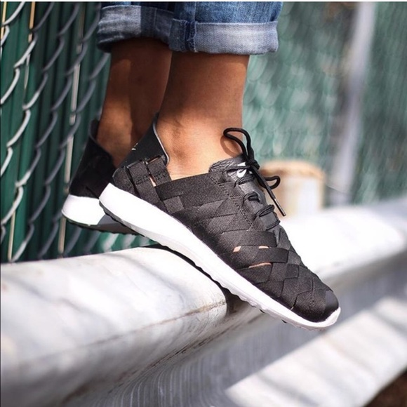 639e3be0b5447 Nike Juvenate Woven Sneakers. M 5a0ef9aff0928278d7031996