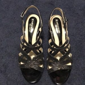 Naturalizer  shoes 7.5  nice shape. 2.5 inch heels