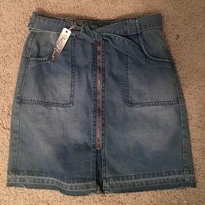 New Velvet Heart Denim Skirt Size 28