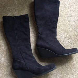Women's black faux suede wedge boots size 10