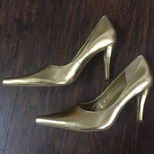 Nine West Metallic Gold Pointy Toe Pumps