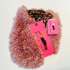 NWT BETSEY JOHNSON pink infinity scarf MARU Fluffy