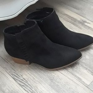 Ruffle detail Black Booties Women's New Sz 9