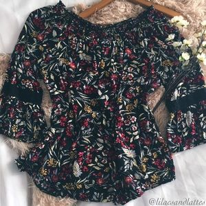 💟Beautiful Bell Sleeve Floral Blouse