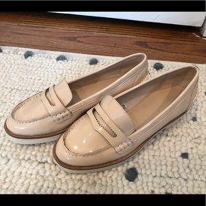 New Zara tan patent loafers sz 6