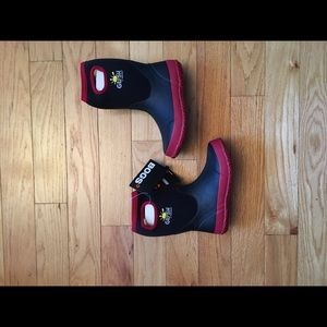 Kids BOGS rain and snow boots size 2