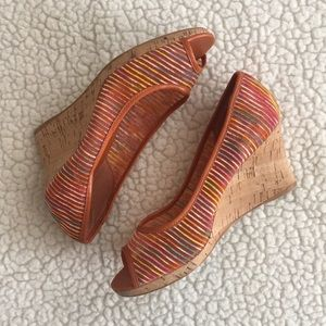 Ladies Sz 7 peep-toe wedges, orange/multi EUC