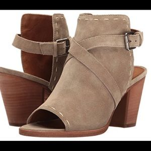 NWT! FRYE Women's Dani Pickstitch Heeled Sandal.