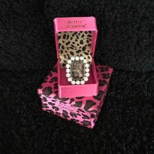 Vtge. BETSEY JOHNSON Acrylic Lace Rhinestone RING