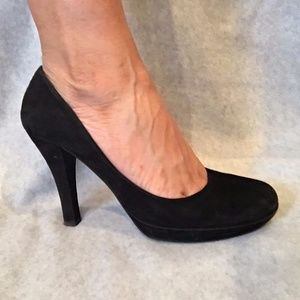 Women's-Guess-round-toe-suede-pump-size-8