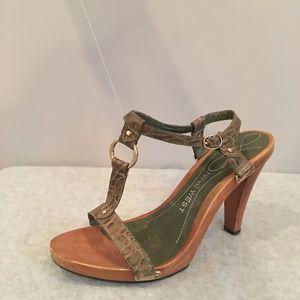 Nine-West-wooden-heel-python-strap-sandals-size-7