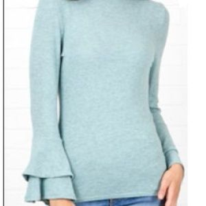 NWT SOFT BELL SLEEVE SWEATER IN MINT