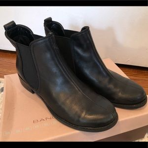 Bandolino Chelsea boots in black sz 6