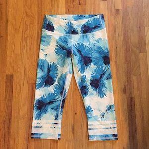 Fabletics blue floral capris XS
