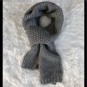 GAP grey tuck stitch scarf
