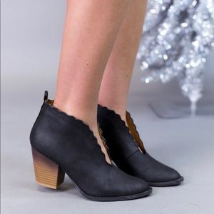 Shoes - Stylish bootie in black