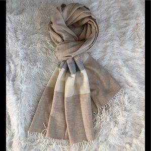 GAP heather/oatmeal scarf