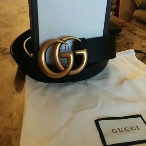 Black leather Gucci belt 100% authentic