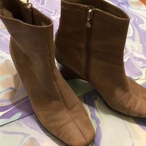 Rockport  taupe ankle booties. Size 8