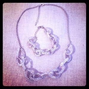 Very Pretty Necklace & Bracelet set. Brand New