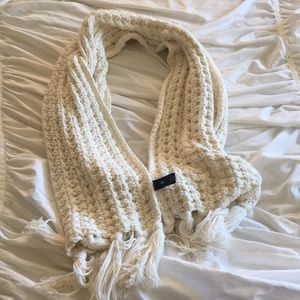 Gap cream scarf