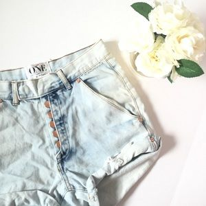 [ One Teaspoon] Hi-waisted super distressed shorts