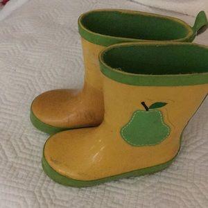 Pear rain boots
