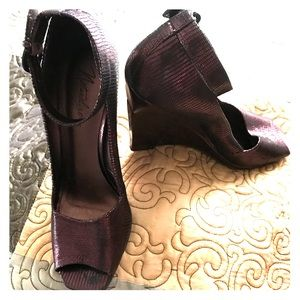 Naturalizer brown shimmer wedges w ankle strap