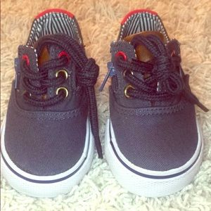 Infant casual lace/zip shoes 👞