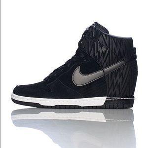 Women's Nike Dunk Sky Hi Black size 8.5