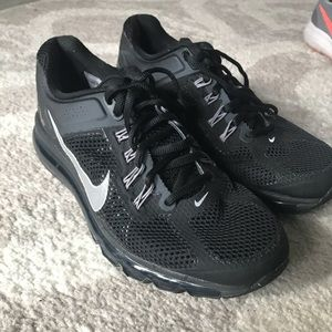 EUC Black Nike's size 8