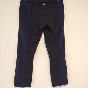 Lululemon cropped black and blue athletic leggings