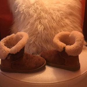 The Bailey button Authentic UGGs