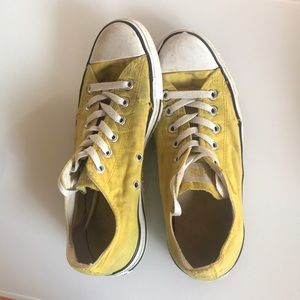 Converse Low Tops - Yellow 🌞