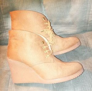 NWOT Carmel and Gold Wedge Booties Size 7.5 M