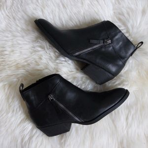 Nine West 7.5 Ankle Boots Booties Black Zippered