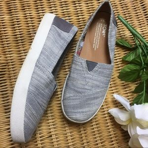 Woman's tweed toms size 5 grey