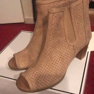 NWT women's ankle boots