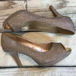 Bandolino gold sparkly peep toe heels formal 7.5