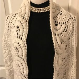 Accessories - SNUGGLY STYLISH CROCHETED SCARF NWOT