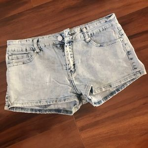 Cute and comfy light washed shorts