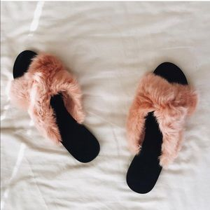 🌸 MANGO Blush Faux Fur Slides
