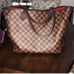 Louis Vuitton Neverfull MM size
