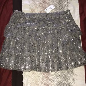 BNWT silver sequin skirt. Perfect for NYE 🎉🥂🍾