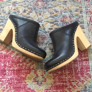 Dolce Vita Black leather wooden clogs size 6