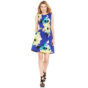 EUC Vince Camuto Floral Print Pleated Scuba Dress