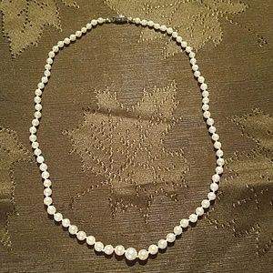 Classic Elegant Faux Graduated Pearl Necklace