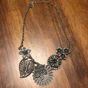 Jewelry - Beautiful Floral Statement Necklace